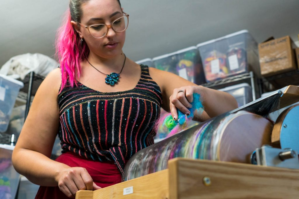 Meet Our Makers: Amanda from Classy Squid Fiber Co. using a Strauch Mad Batt'r