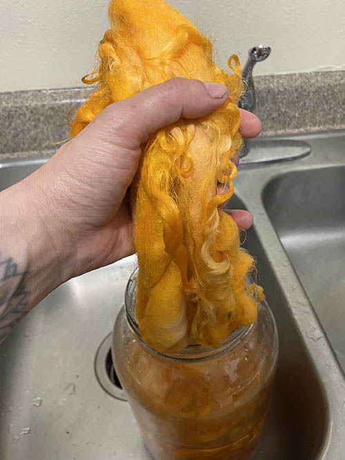 removing fiber from dye bath